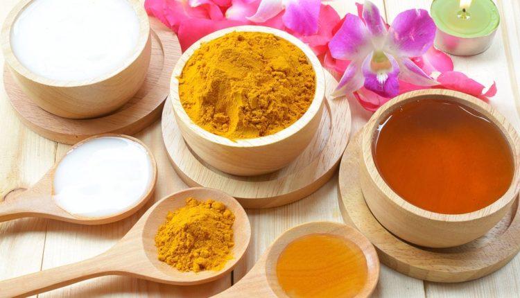 Công dụng của tinh bột nghệ với da mặt