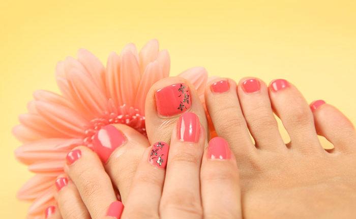 Mẫu nails màu hồng nhạt họa tiết đơn giản