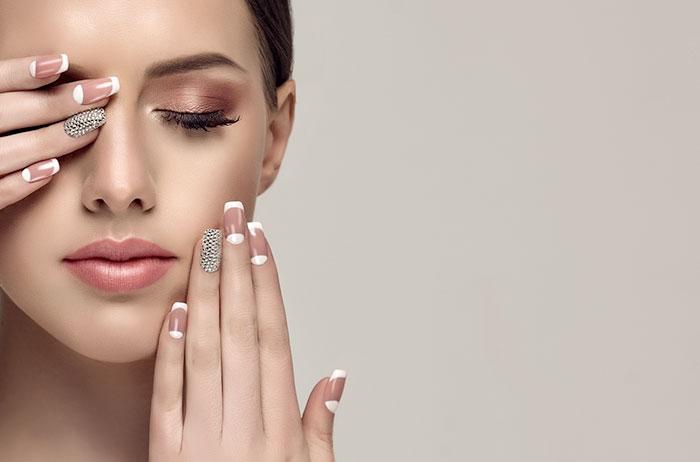 nude nail và nail lấp lánh