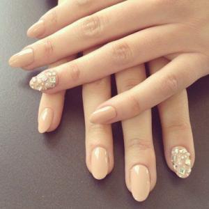 Màu nude nail dễ phối hợp và dễ sử dụng