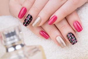 Màu hồng và đen