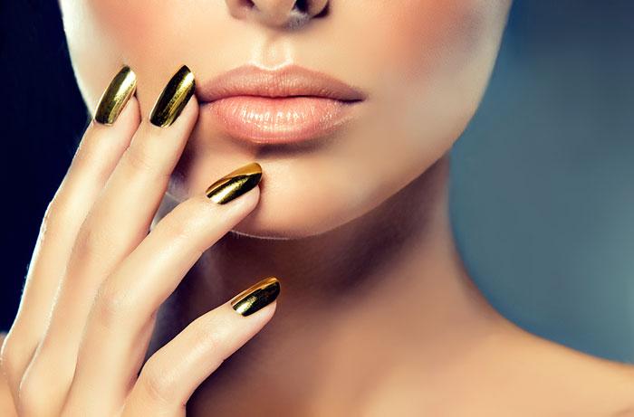 Mẫu nail màu gold