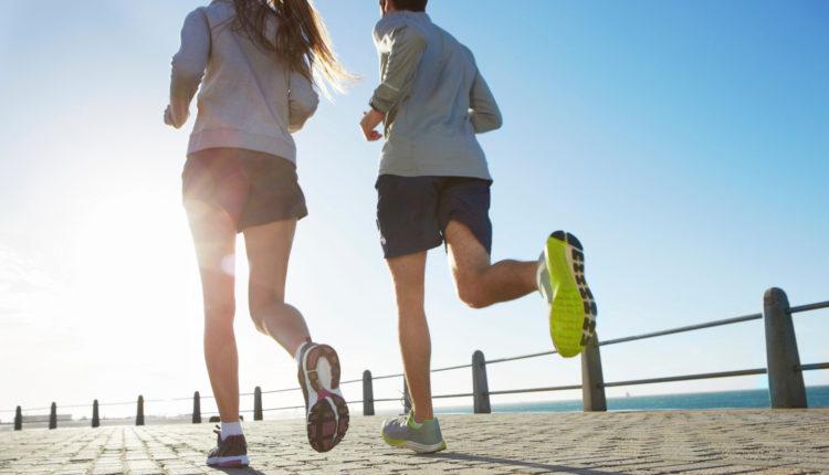 Vận đông, đi lại, tập thể dục rất tốt cho việc giảm béo bụng