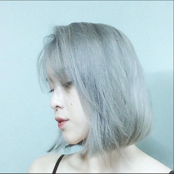 Tóc ngắn kết hợp màu khói bạc cực kỳ cá tính và trẻ trung