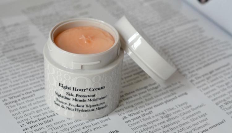 Kem dưỡng trắng da đặc biệt dành cho da khô của hãng Elizabeth Arden