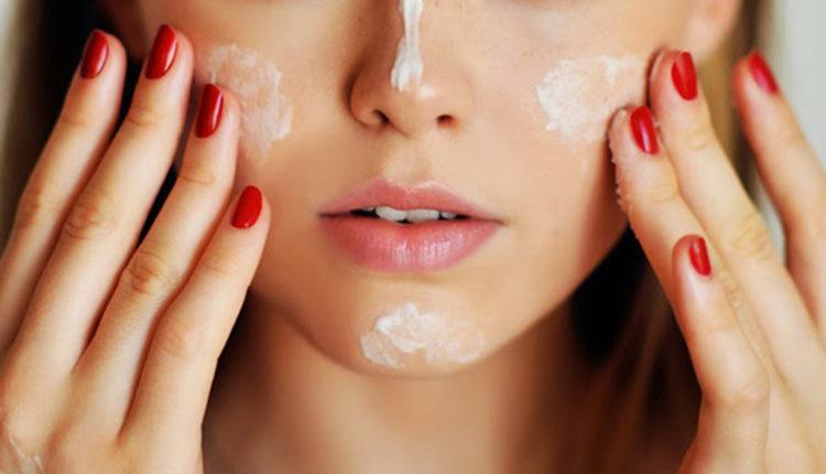 Trang điểm còn giúp bảo vệ da