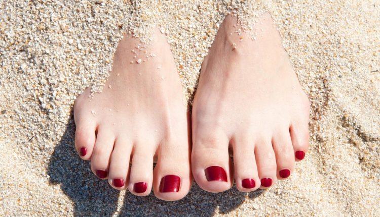 Màu móng chân đẹp cho trắng sáng