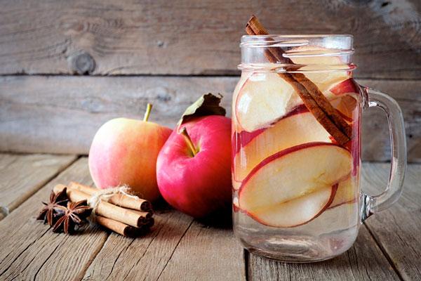 Detox táo và quế được các bạn trẻ ưa thích