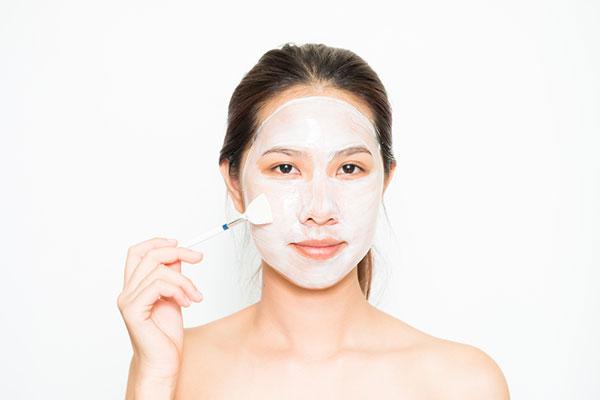 Đắp mặt nạ sữa chua chống lão hóa da