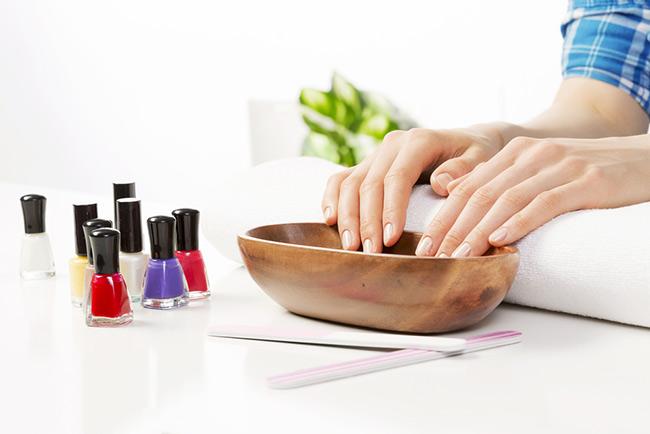 Cách chăm sóc móng tay đơn giản ngay tại nhà ít người biết