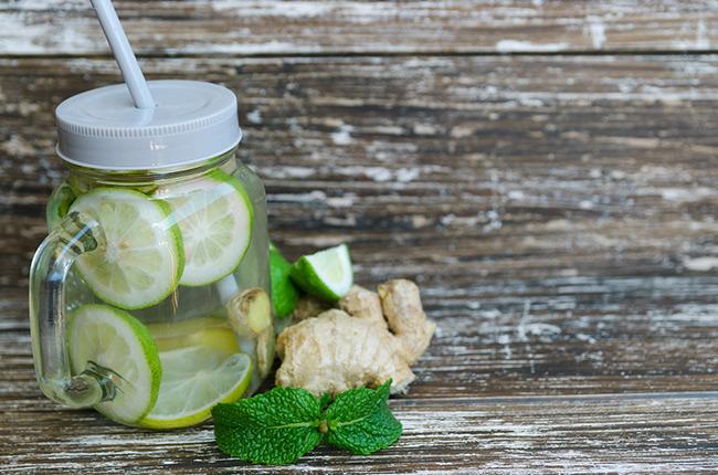Detox nước chanh và gừng giúp đánh tan mỡ thừa