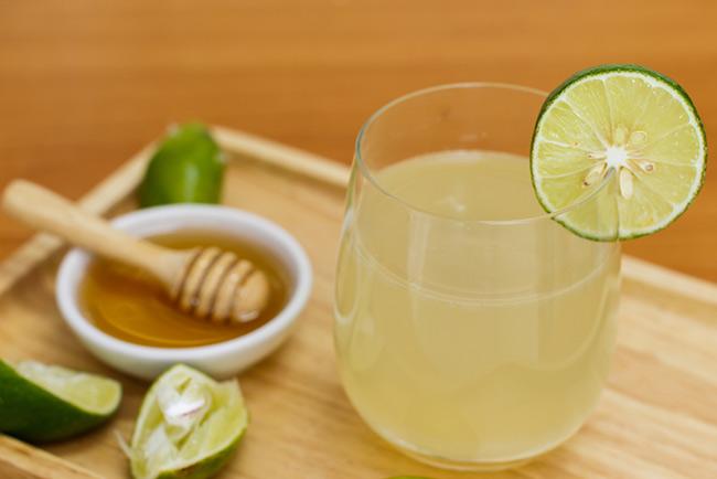 Hỗn hợp nước chanh và mật ong giúp giảm nhanh lượng mỡ thừa
