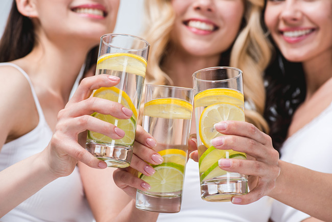 Hãy làm ngay một cốc nước chanh để đánh bay nỗi lo về cân nặng nhé