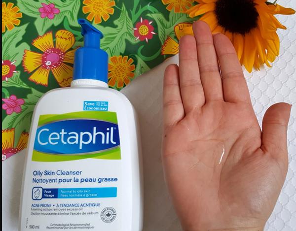 Cetaphil loại dành cho da dầu có dạng gel trong