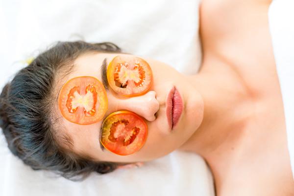 Mặt nạ cà chua trị mụn, làm sáng da