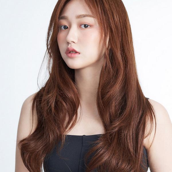 Đây là màu tóc khá mới mẻ nhưng vẫn thu hút vô cùng và không lo bị đụng hàng