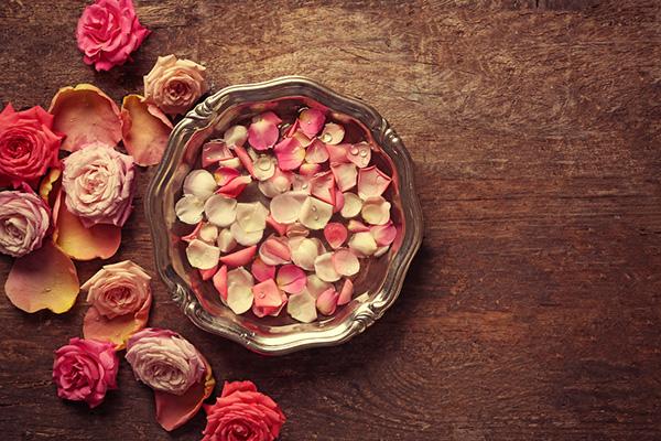 Hoa hồng là nguyên liệu chính