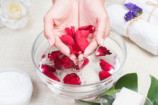 Cánh hoa dùng để làm nước hoa hồng