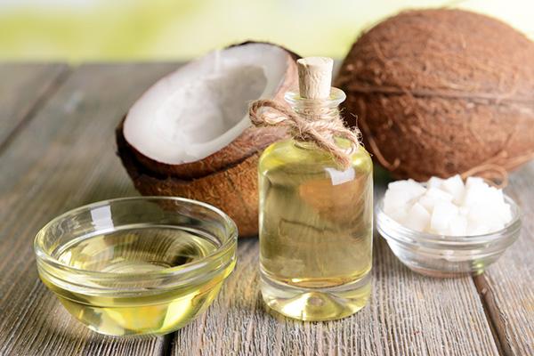 Bạn đã nghe là dầu dừa có thể tẩy da chết chưa?