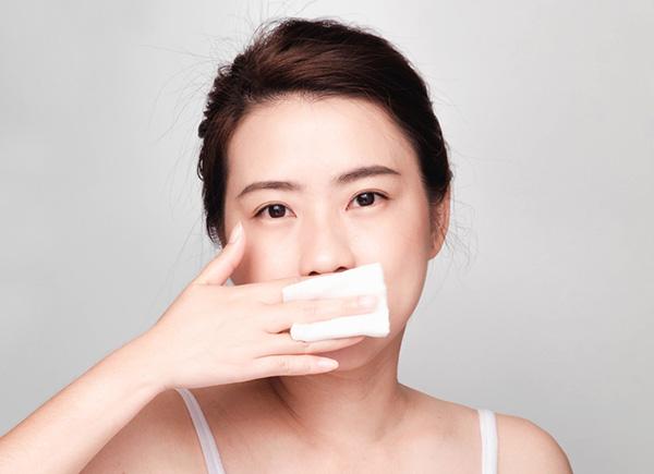 Cách cực kỳ đơn giản để tẩy da chết là dùng khăn cotton