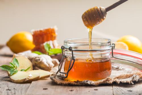 Đắp mặt nạ mật ong là phương pháp chăm sóc da được nhiều chị em ưa chuộng