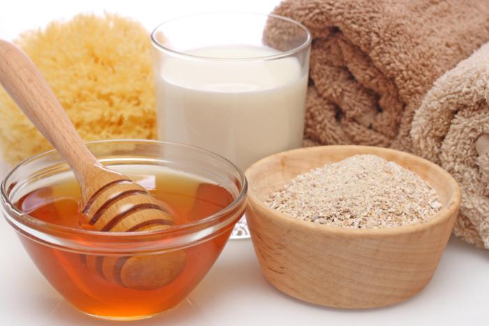 Mật ong và bột yến mạch trị mụn và vết thâm