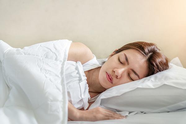Ngủ đủ 7-8 tiếng mỗi ngày
