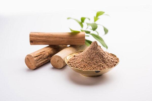 Bột gỗ đàn hương được nghiên cứu là có tác dụng trị mụn hiệu quả