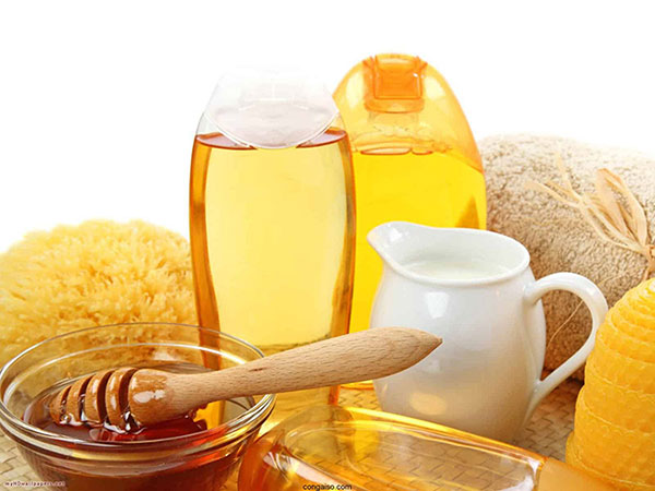 Mật ong không chỉ dưỡng da mà còn tiêu diệt mụn hiệu quả