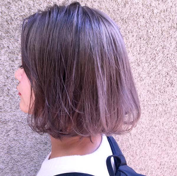 Nổi bật với mái tóc ngắn nâu khói ánh tím