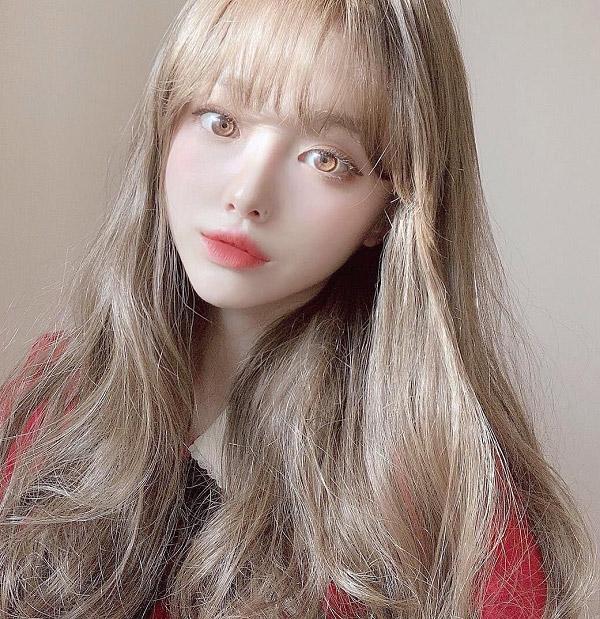 Tóc dài ánh vàng dịu dàng