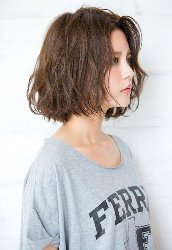 Tóc màu nâu tây xoăn ngắn đẹp