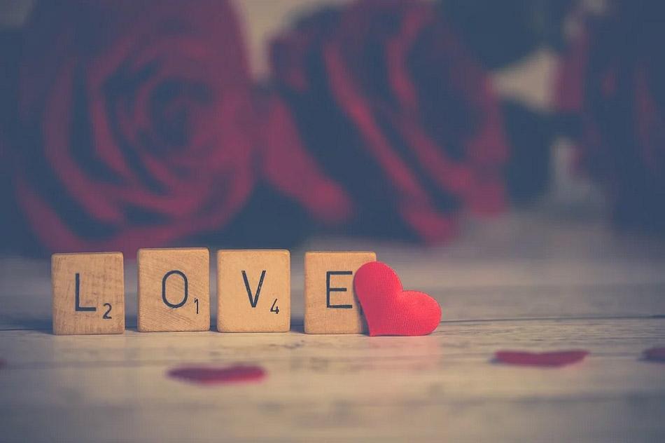 Chữ love, hoa hồng