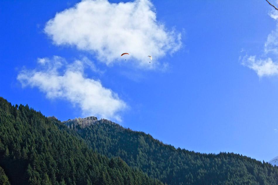 Núi, bầu trời, mây, người nhảy dù