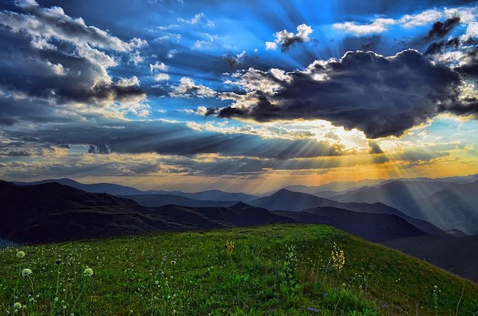 Hình ảnh đẹp về bầu trời, mây, đồi cỏ