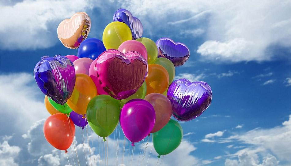 Bóng bay nhiều màu sắc cho hình trái tim