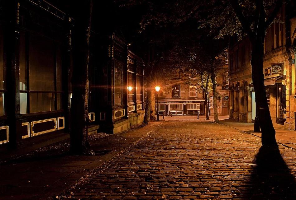 Thành phố vắng vẻ đêm khuya