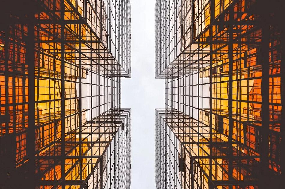 Ảnh chụp từ dưới lên của hai tòa nhà