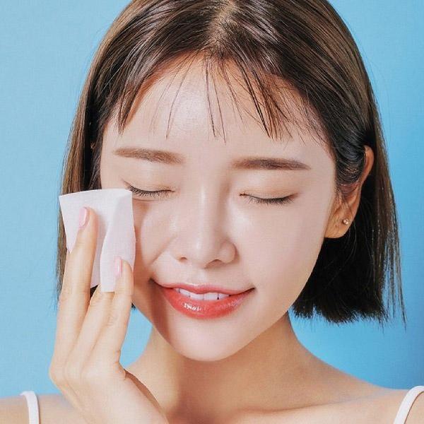 Làm sạch da sau khi ngủ dậy