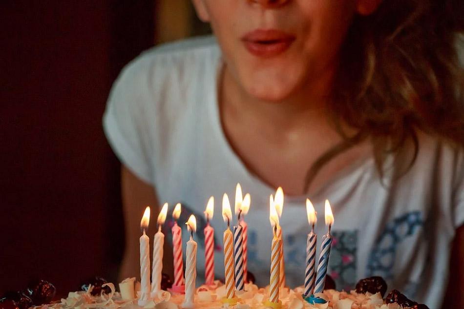 Thổi nến sinh nhật