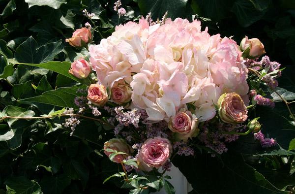 Bó hoa cẩm tú cầu cầm tay trong đám cưới