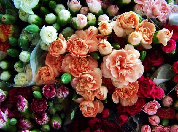 Những bó hoa được bày bán