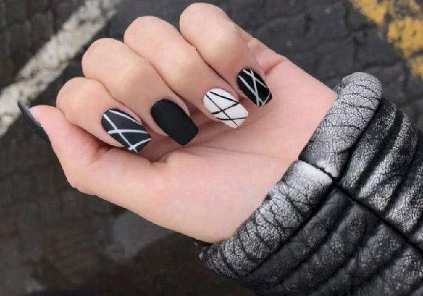 Mẫu nail trắng đen kẻ