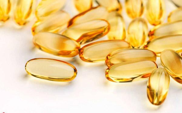 Viên vitamin e có tác dụng trị thâm mụn và dưỡng da