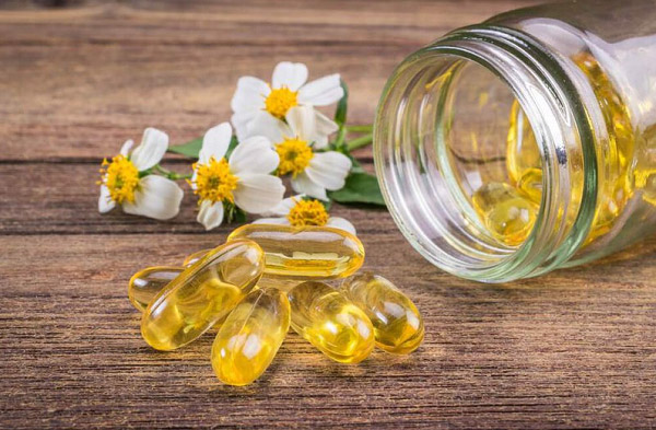 Vitamin E ngoài tác dụng dưỡng da còn trị sẹo lõm rất tốt