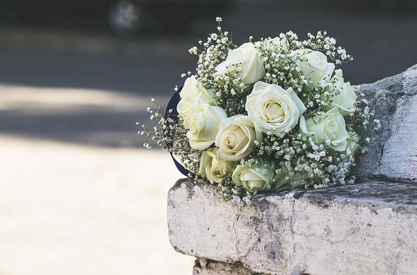Bó hồng trắng cô dâu