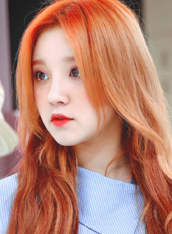 Màu nâu đỏ nhạt ánh cam