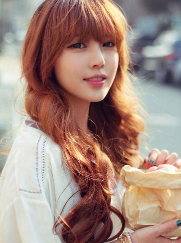 Tóc dài nâu tây ánh đỏ xoăn