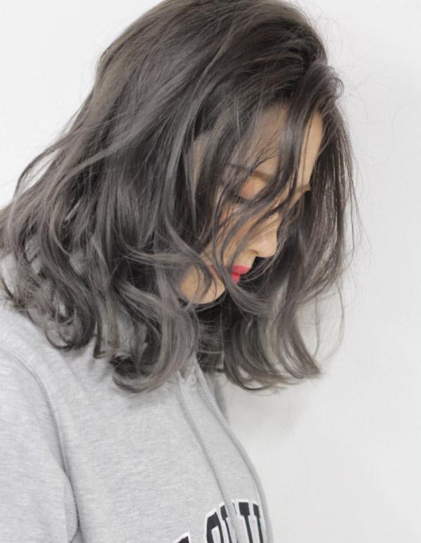 Xám khói tạo nên sự mờ ảo của mái tóc