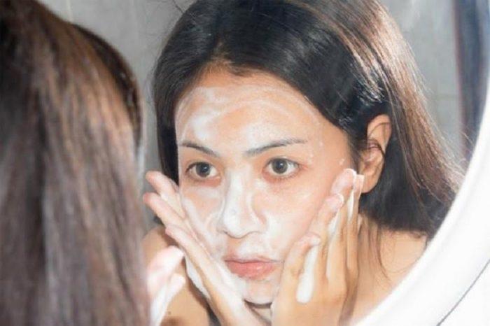 Cách chọn sản phẩm rửa mặt cho da mụn